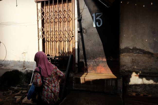 A woman walking at back alley of Chow Kit Market Kuala Lumpur. Kuala Lumpur Malaysia  Back Alley Chow Kit Streetphotography Street Life