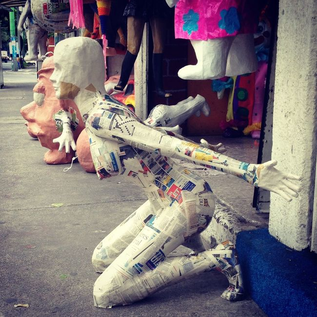 Casual Clothing Crucigrama Day Hands Hands At Work Piñata Piñatas Street