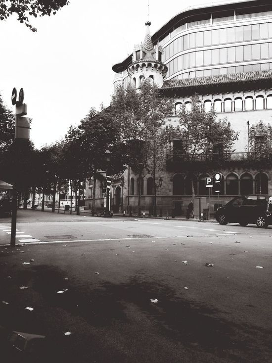 Street mode ☝️. On The Road Monochrome OpenEdit Popular Photos Bestoftheday Cityscapes Blackandwhite Streetphotography Historical Building