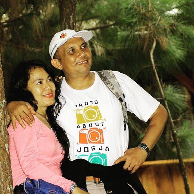 Look there honey @inaturtle photo by @arradeldrian Floatingmarket Desaleuit Lembang Cool Nice Husband Wife Couple People Photooftheday