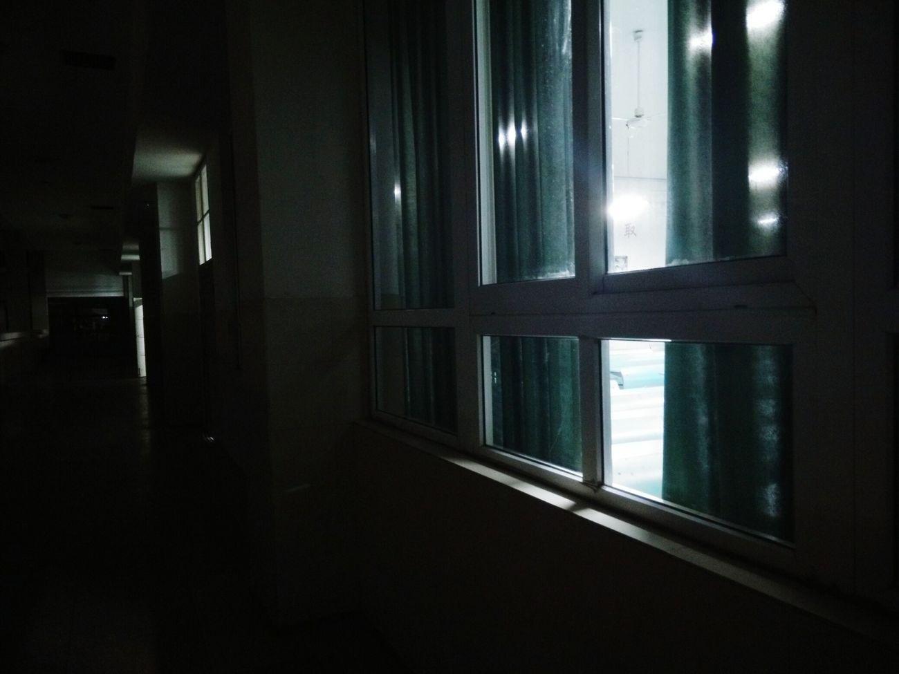 从到这个楼层来上自习开始,一直就有你。我们初次见面的503,我们羞涩邻座的505,我们后来再一起的每一个教室每一个角落,都有你的身影。好难过,真的好难过。你不会再陪我上自习了。可是教室里的每个位置都让我想起你,想起我们从认识到亲密的那些日子,我好难过。一个人再去上自习真的想哭。 和舒舒在一起的日子 舒舒