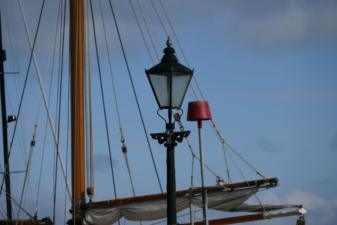 My favorite shot of the day. British Szene Dorset Poole AngleView No People England Uk June 2016 Still Life Ozean Outside Sea Ship Ropes Lantern Perfekt Moment One Moment Enjoying The View 2016 Sky Original Experiences Poole Harbour Boats Summer2016