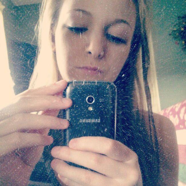First instagram selfie! Lol.. Queeer Instadaily Instaselfies Bored dirtymirror windex? ithinkso