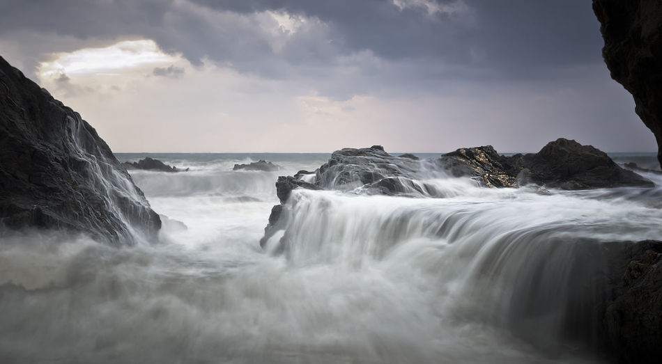 https://youtu.be/Riub5ycByCY Beauty In Nature Day Horizon Over Water Long Exposure Motion Napatu Nature No People Outdoors Power In Nature Scenics Sea Sky Water Waterfall