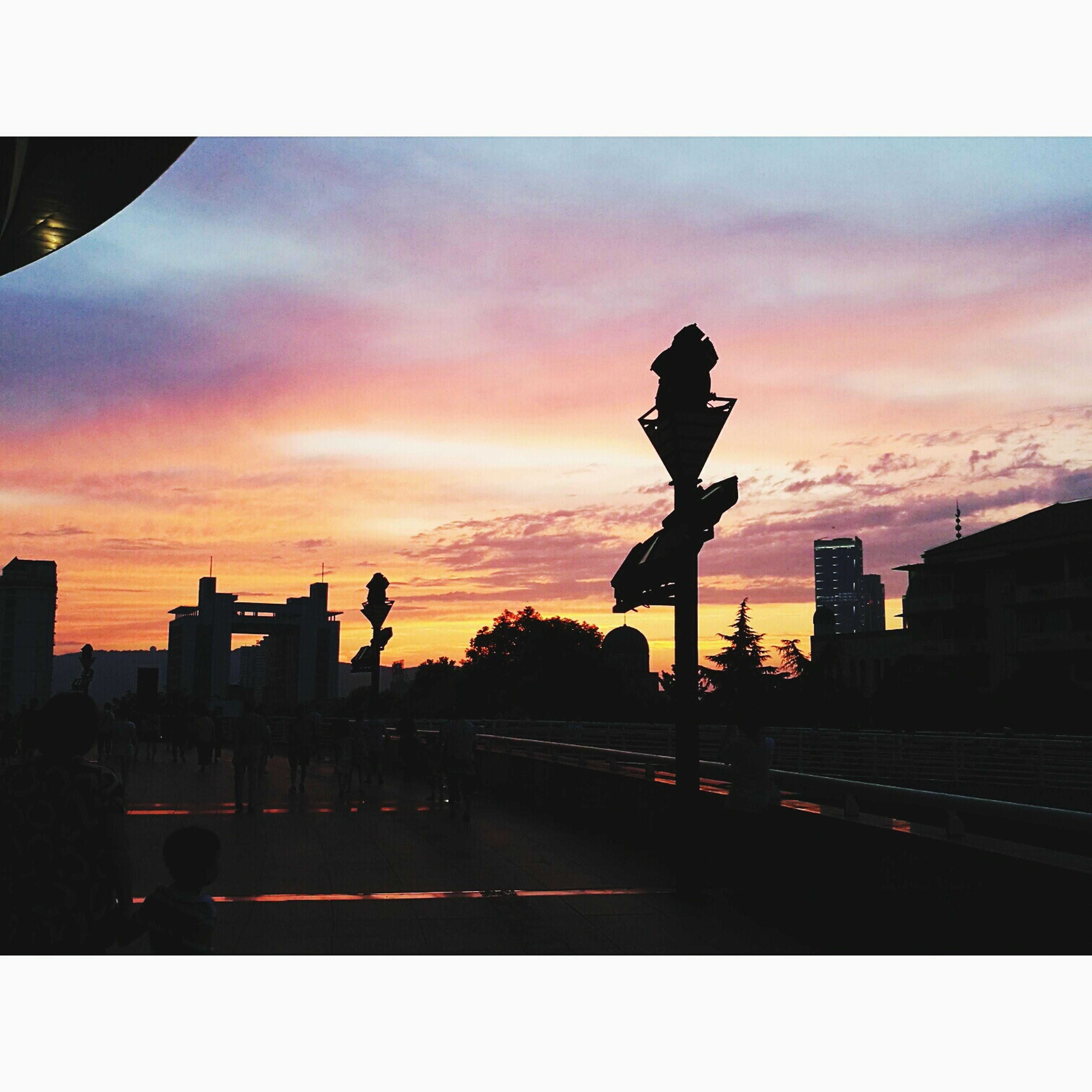 silhouette, sunset, sky, architecture, built structure, cloud - sky, city, orange color, cloud, dusk, dramatic sky, cloudy, city life, outdoors, outline, dark, travel destinations