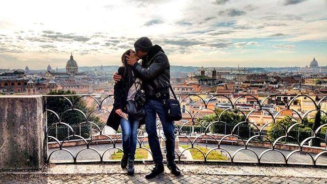 Love...😍😍..Rome!!Love Girlfriend Sexy Kiss Rome Pincio Pincioterrace Panoramic Instadaily Instapic Instamoment DailyShot Dailyphoto Clouds Sun Sunshine Emotion Passion Picoftheday Igers Igersitaly Igersrome @gy_u_ly 📷