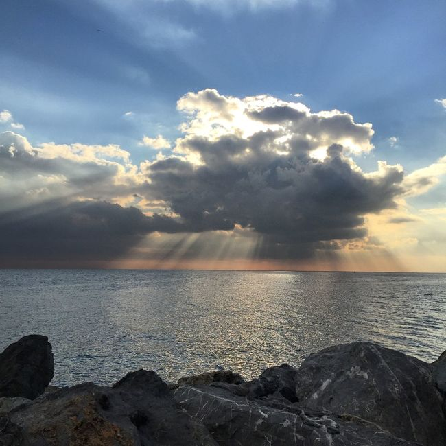 Beautiful Sky ⛅️ Hello World Enjoying Life Sky And Sea Sunset #sun #clouds #skylovers #skyporn #sky #beautiful #sunset #clouds And Sky #beach #sun _collection #sunst And Clouds Seaside Relaxing Istanbulove Istanbul Yesilköy Pictureoftheday Photography