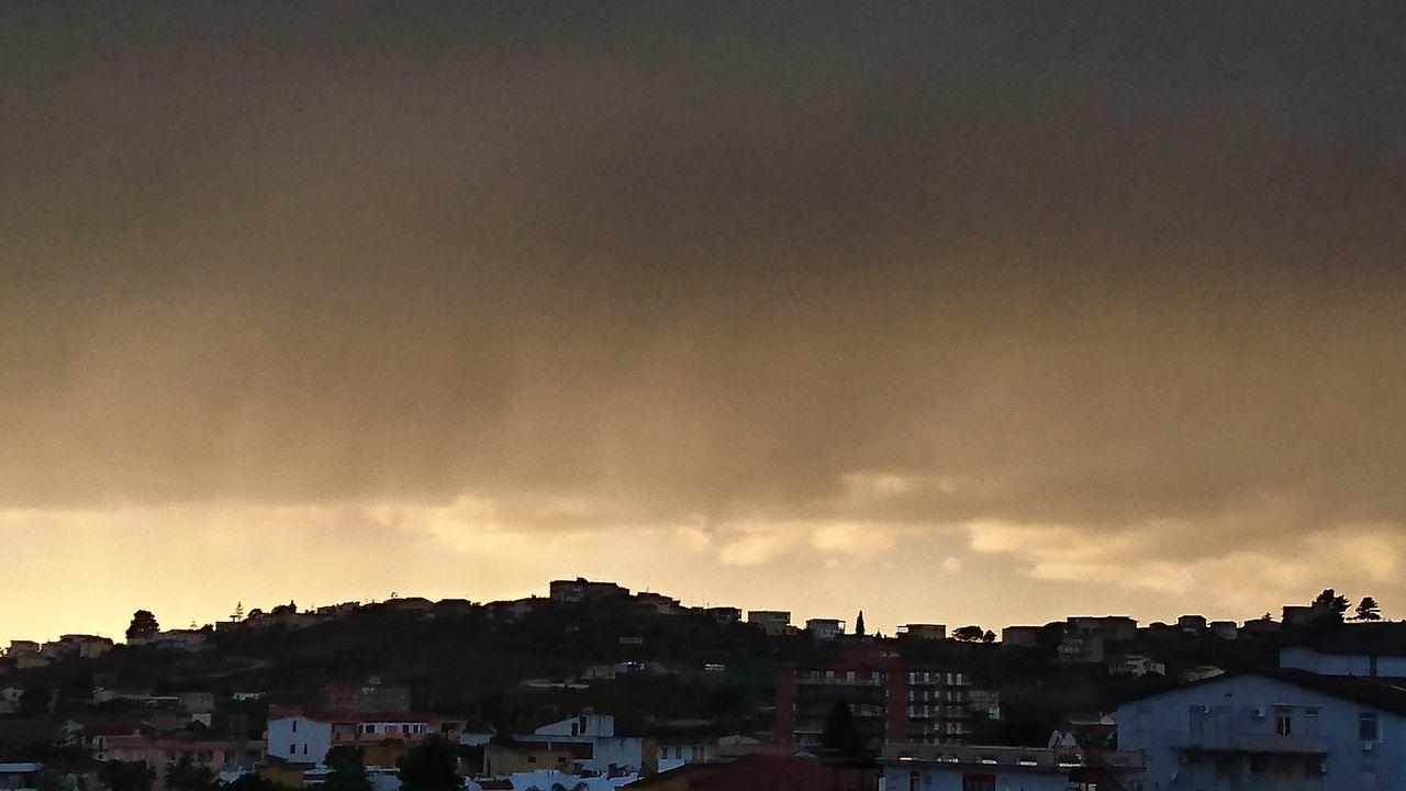 Scenics Sky Building Exterior City Cloud - Sky Urban Skyline Dramatic Sky Rain Rain And Sun Raining Landscape Sunset And Clouds  Agrigento