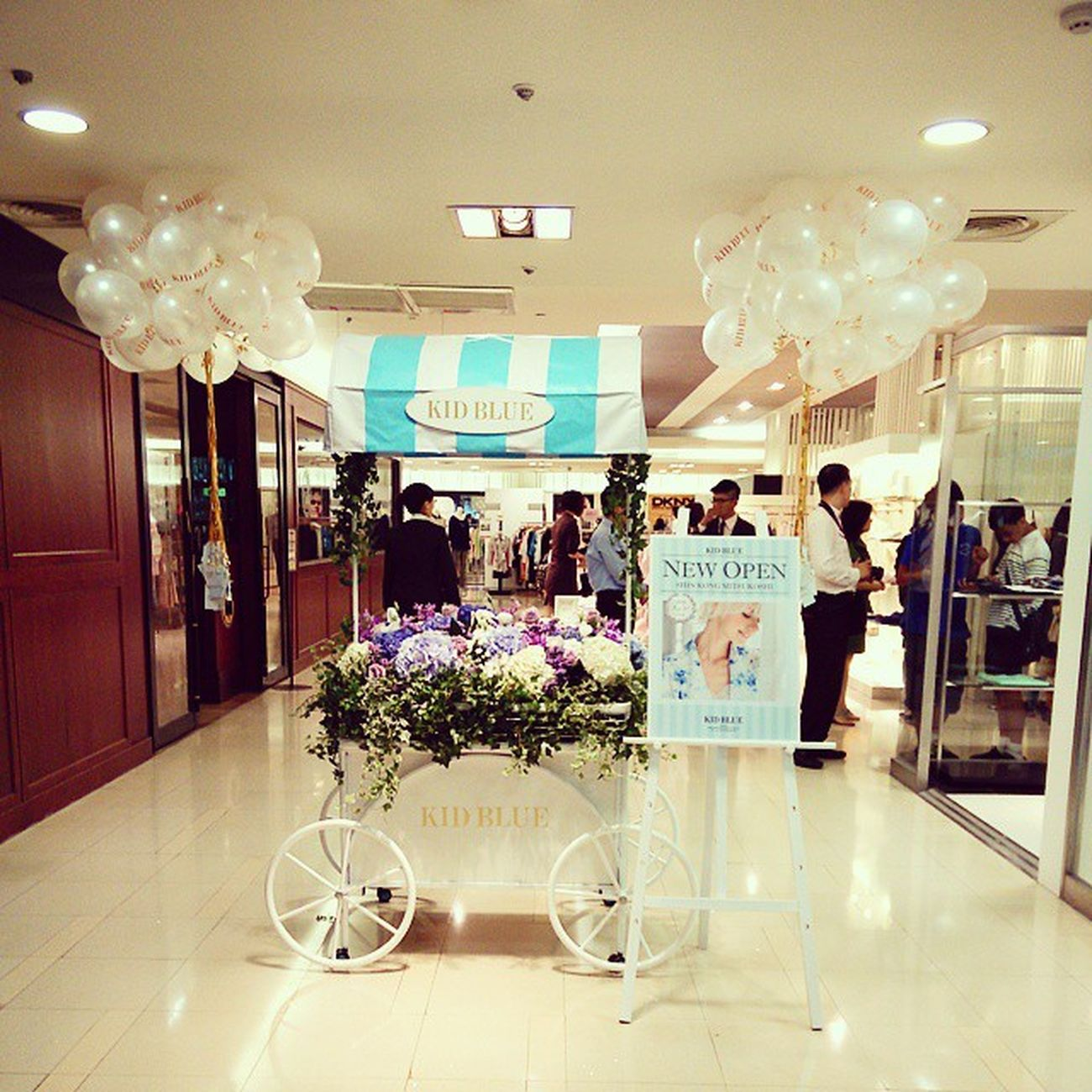 KID BLUE in Taipei NEW OPEN !! Kidblue OneMileWear White Blue Mobile01