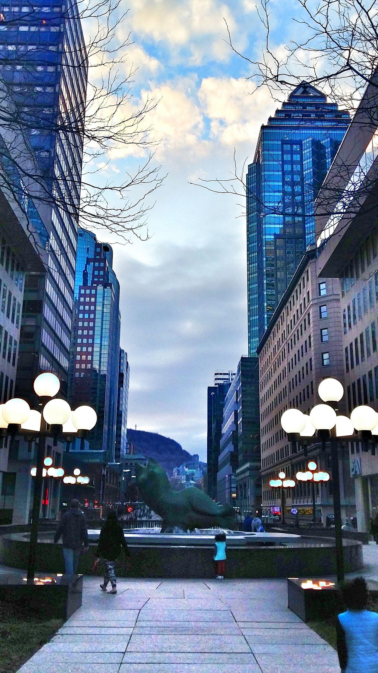 Eyeemphotography Eyeem Canada Eyeem Montreal Eyemphotography Eyem Gallery Lights Buildings Buildings & Sky Statue People Photography People Walking  People Watching Welcome To Black