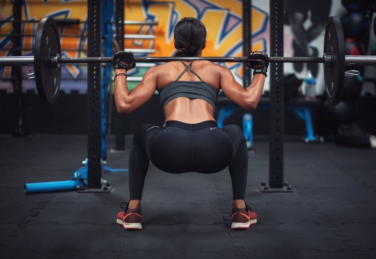 Exercising Gym Strength Lifestyles Sports Training Sport Healthy Lifestyle Muscular Build Motivation Men Squat Fitgirl Girl Leg Training Rear View Effort Sports Clothing Heavy Full Length Sportsman Athlete Leisure Activity People