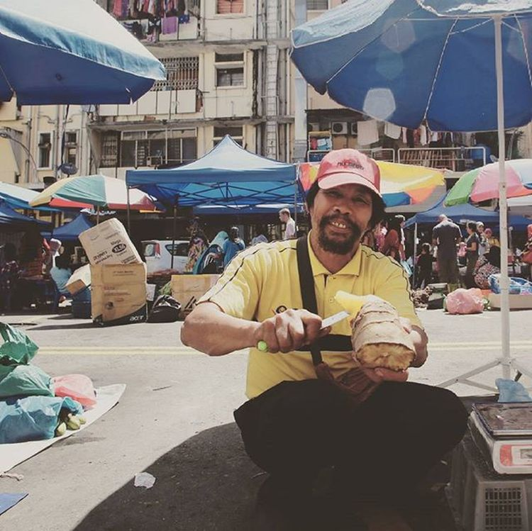 This fella sells Yacon Root , sweet and delicious Gaya Street - Kota Kinabalu , Sabah Gayastreet Kotakinabalu Sabah Negeribawahbayu Tourism Malaysia Reflexsology Market Pasar Vscomalaysia Vscography VSCO Fresh Fruit Vegetable Yacon Root