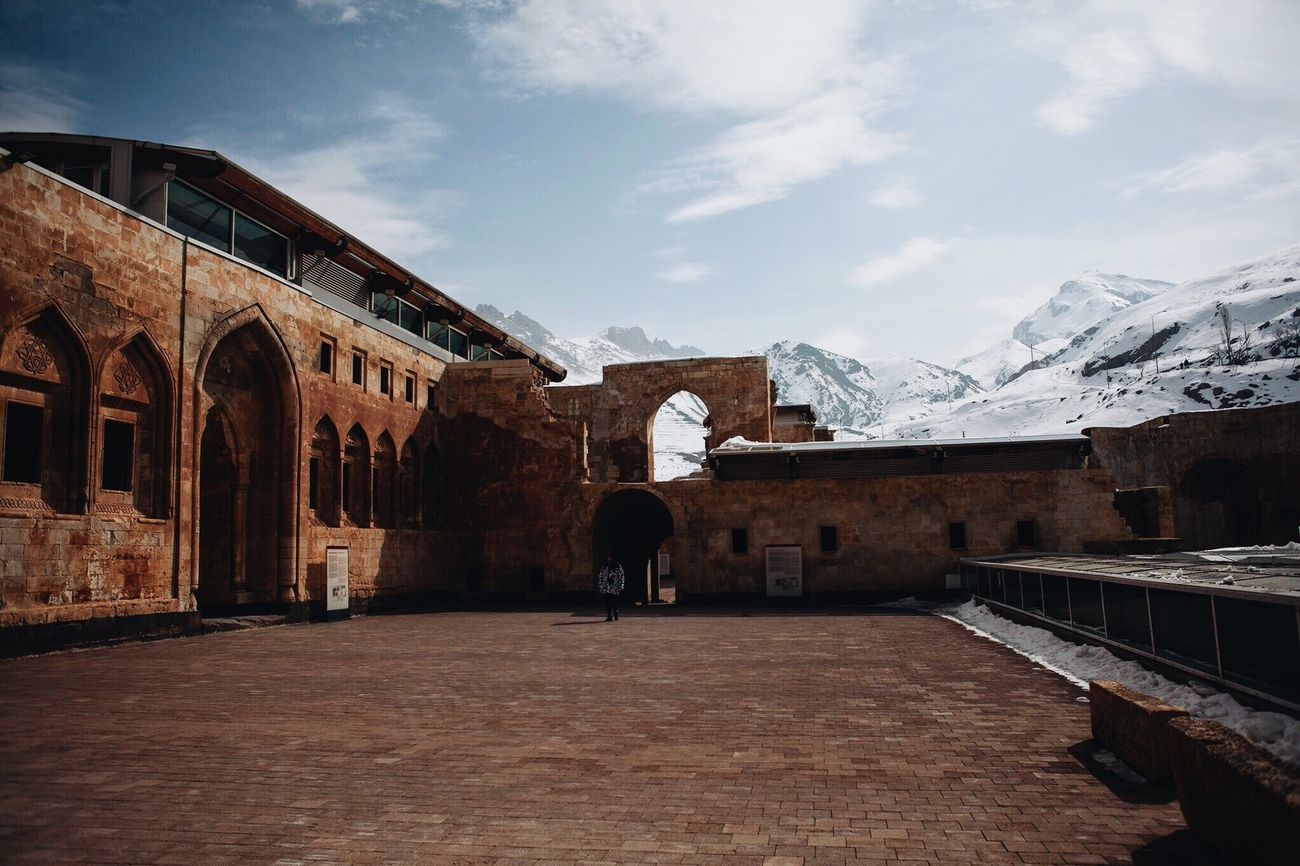 Architecture Built Structure History Sky Canon Doğubeyazıt Ishak Pasha Palace Cultures 2017 Mountains Turkey 28mm Photooftheday Ağrı Palace Architecture Mosque Travel Tranquility EyeEm Gallery Winter