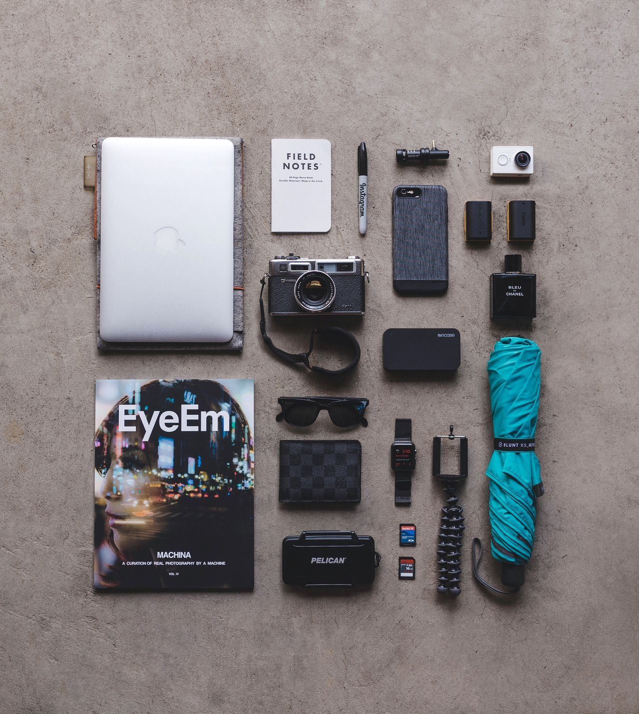 Beautifully Organized Directly Above Collection No People Variation Choice Technology Day Flat Lay Flatlay Travelling Home For The Holidays Traveling Home For The Holidays