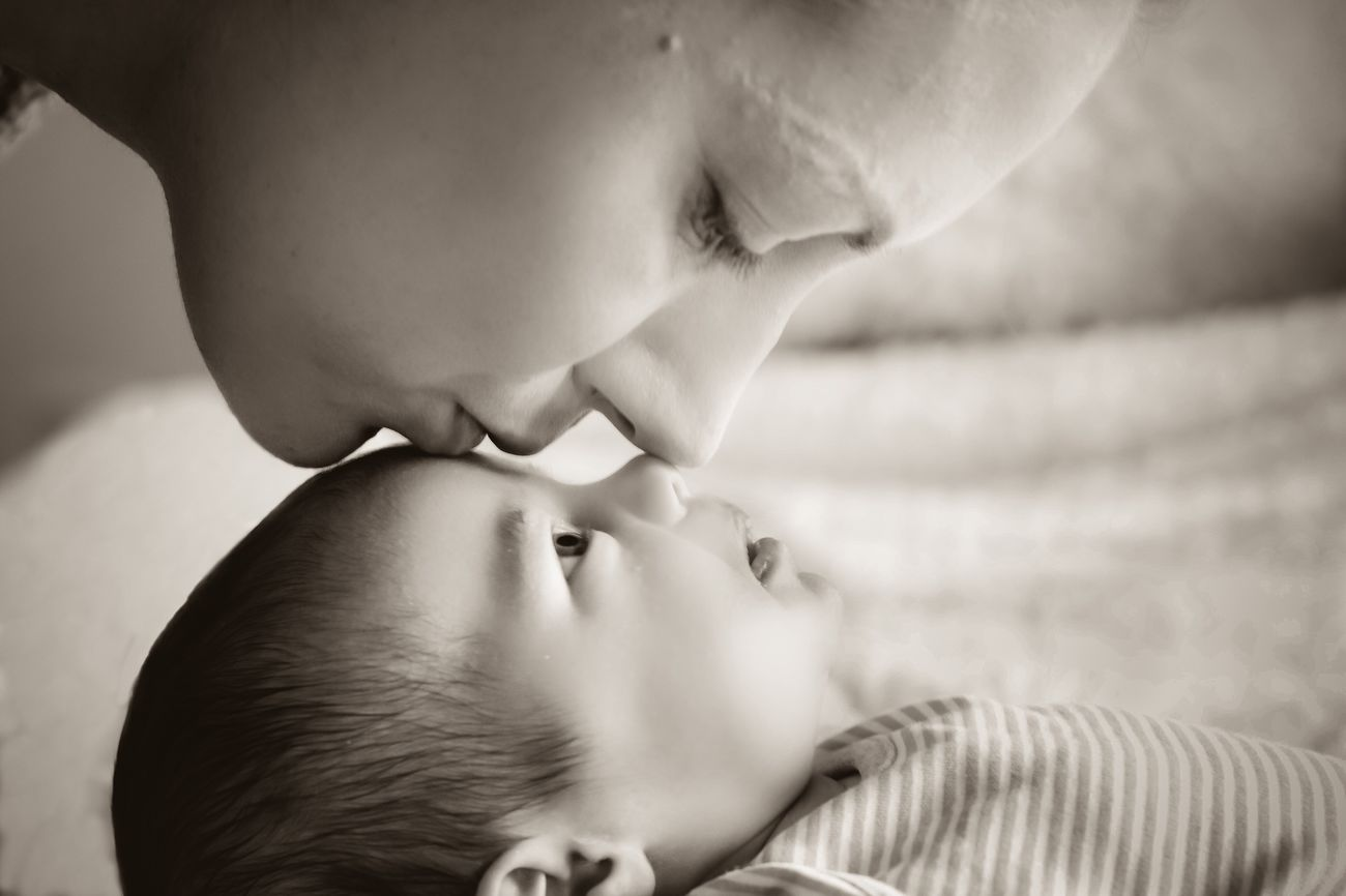 Real People Childhood Two People Babyhood Indoors  Baby Innocence Lifestyles Bonding Togetherness Close-up Little Day Back And White Photography Love Women Beauty Beautiful Friendship. ♡   Friend Moment Captured Moment Bonding Mothers Love Baby Girl