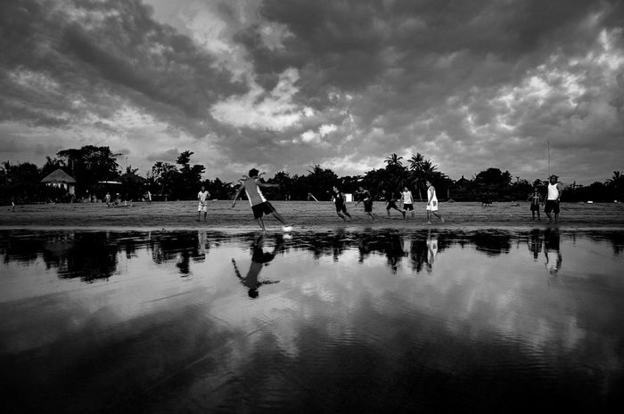 """""""Split of Time"""" ...when the time is no longer pursuing... and the soft sea sand is perfect place to not fear when falling... ?-everday football series. Photography Streetphoto_bw Black&white Black & White Reflected Glory My Black & White Photography"""