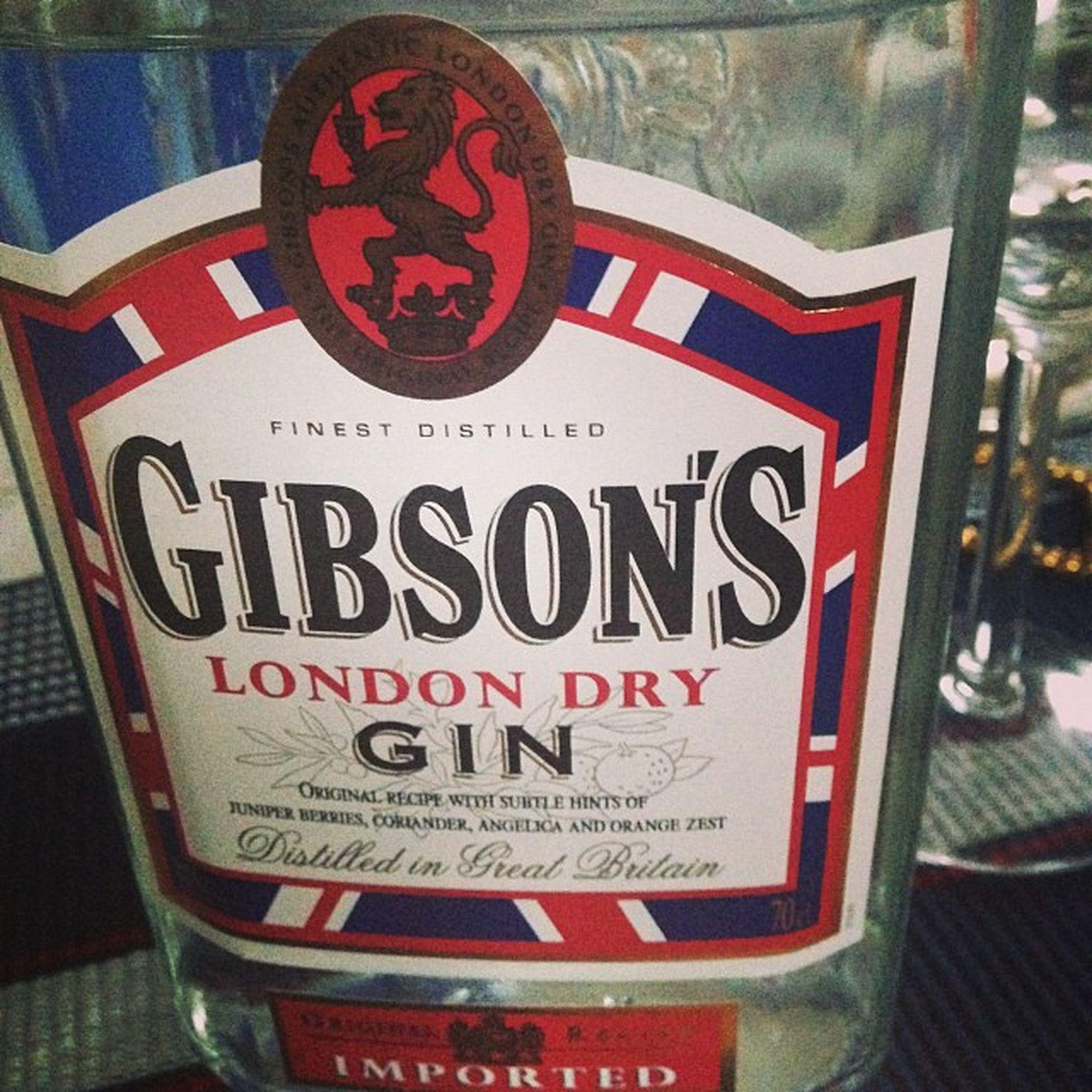 Gin o'clock. GIN Ginandtonic Gibsons Picoftheevening tagsforlikes