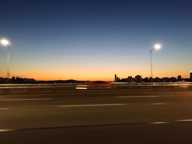 韩国首尔的汉江桥上!乘坐飞驰的汽车,记录下的黄昏景致! First Eyeem Photo