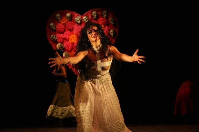 Showcase July Mexican artist representing Frida Kahlo's life. I love this shot because of the expression of her, I think it is a really strong capture of this talented contemporary dancer. Theatre Passion Art Dance Beautiful Frida Kahlo Dancing Loveher Amazing Talent Incredible