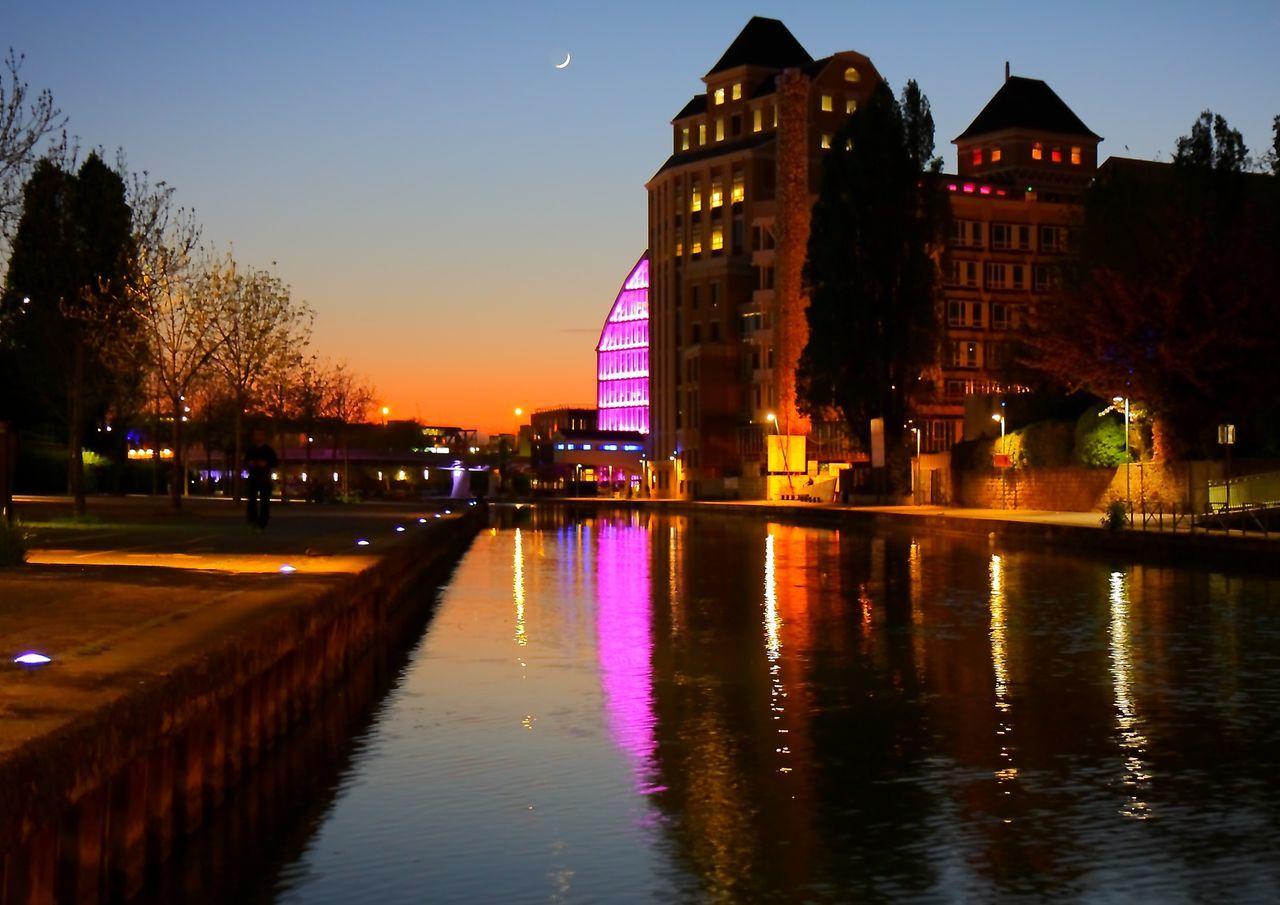 Paris, France  Canal De La Villette, Paris - FRANCE - Perspectives Urban Geometry Architecture Urbanisation Entre Ombre Et Lumiere Lumière Du Soir Crépuscule Ambiance Du Soir