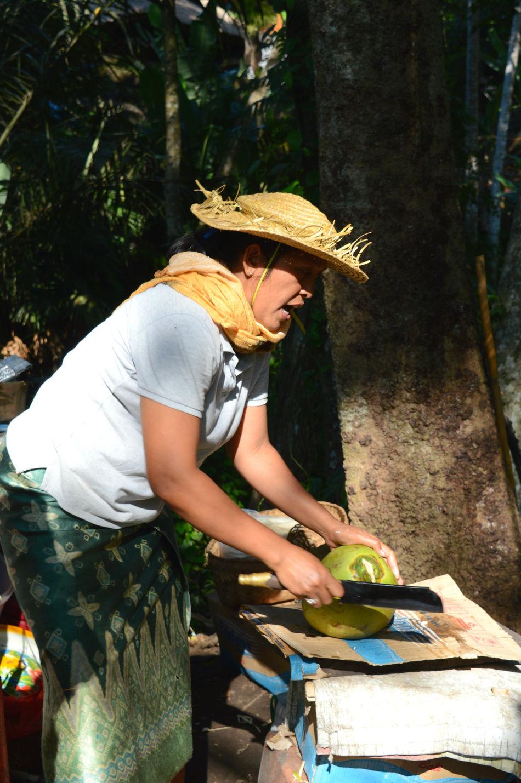 Cutting Coconut Fruit Lifestyles Nature Plant Summer Tree Woman The Portraitist - 2016 EyeEm Awards Feel The Journey Women Around The World