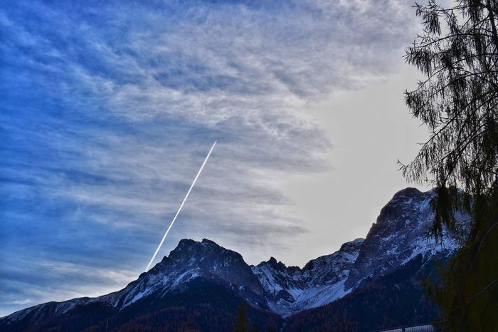AirPlane ✈ Dark Sky Engadin Engiadina Engiadinabassa Mountain Range Scuol Switzerland