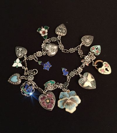 What I do ... Antique and vintage ... Still life ... IPS2016StillLiife Nostalgia Vintage Charms IPhoneography Iphonephotography Iphone6 Silver  Handmade Flowers Bracelet Hearts Jewelry