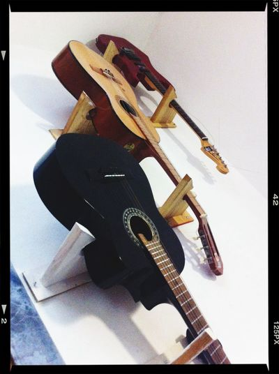 Three guitarras