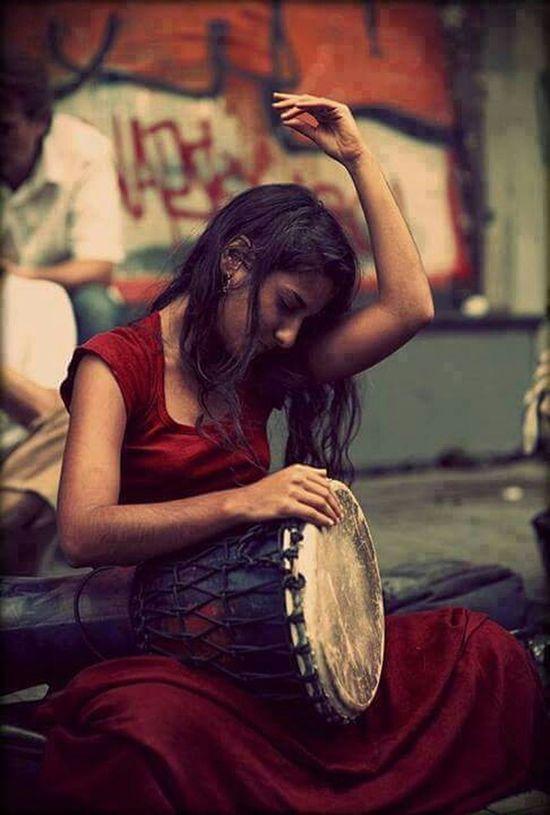 Ve kadın başlar söylemeye umut türkülerini,özgürlüğe koşa koşa.. Hello World Xanizm Happy People Freedom Women Womanofstyle
