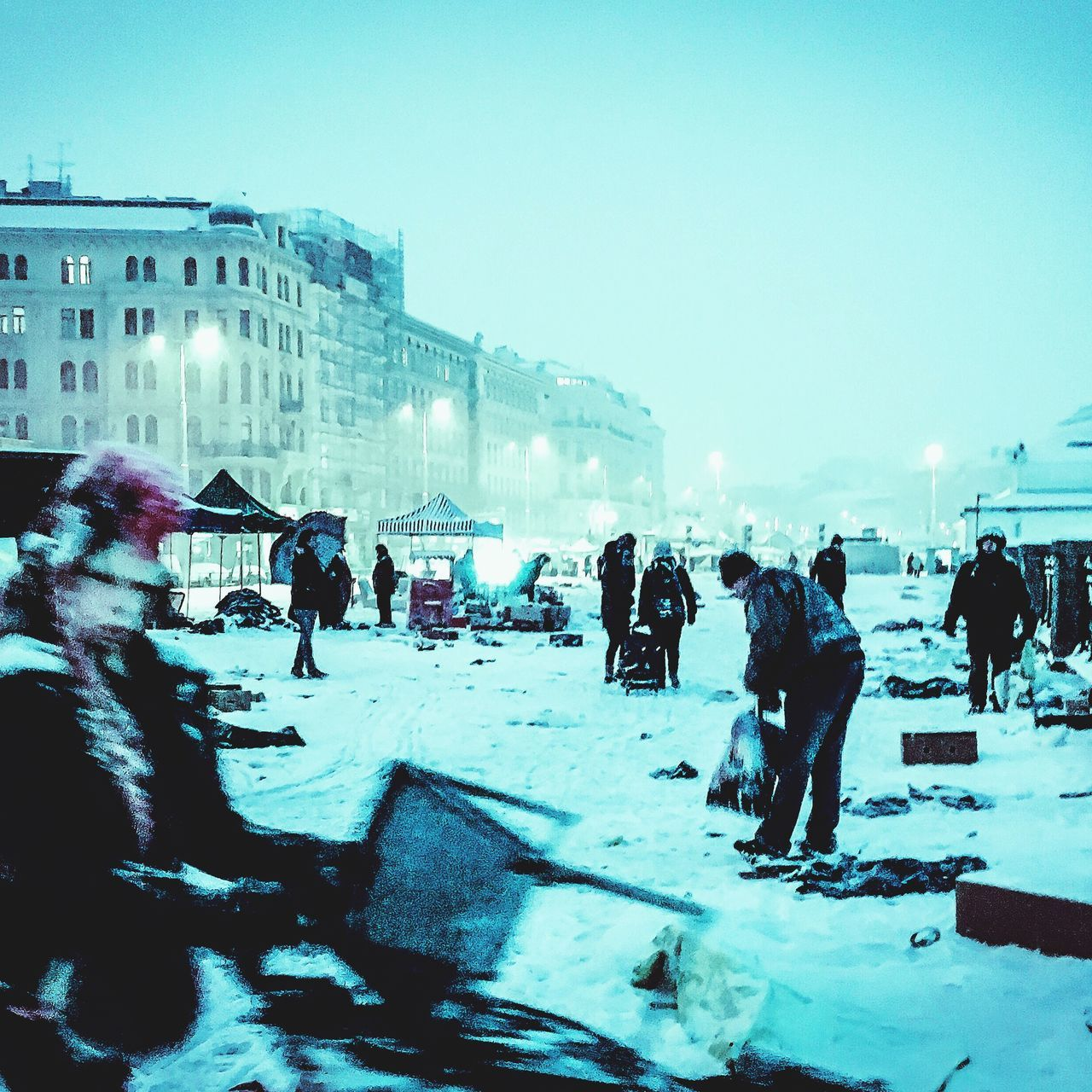 large group of people, real people, built structure, winter, architecture, leisure activity, cold temperature, snow, building exterior, lifestyles, men, women, clear sky, travel, outdoors, vacations, travel destinations, mixed age range, nature, sky, day, city, crowd, people, adult