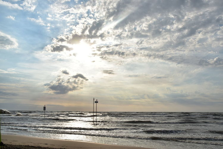 Sea Cloud - Sky Horizon Over Water Sunlight Outdoors Sky Nature Sun Sunset Water No People Beach Meer Wolken Sonne Sommer Sonnenaufgang