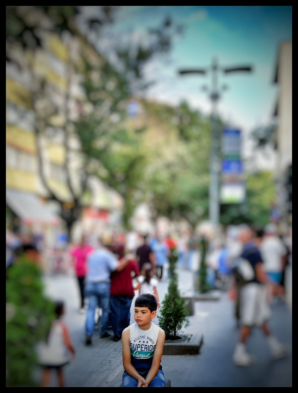 real people, incidental people, focus on foreground, lifestyles, childhood, day, walking, outdoors, leisure activity, large group of people, boys, girls, women, city, tree, architecture, close-up, adult, people