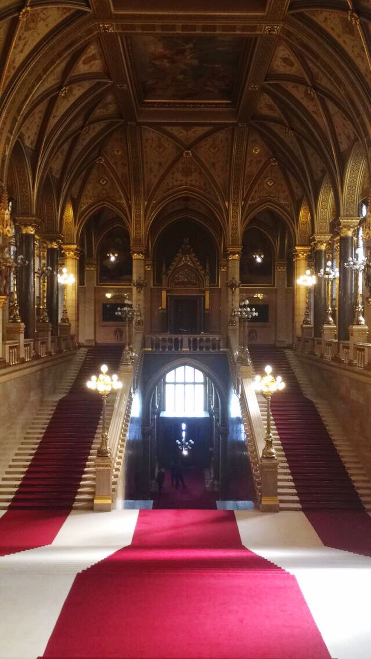 Arch Indoors  Architecture Built Structure Place Of Worship Day Travel Destinations No People Parlament Parlament Of Hungary Parlament Budapest Budapeste Hungary Hungria Gold Zoo Beautiful
