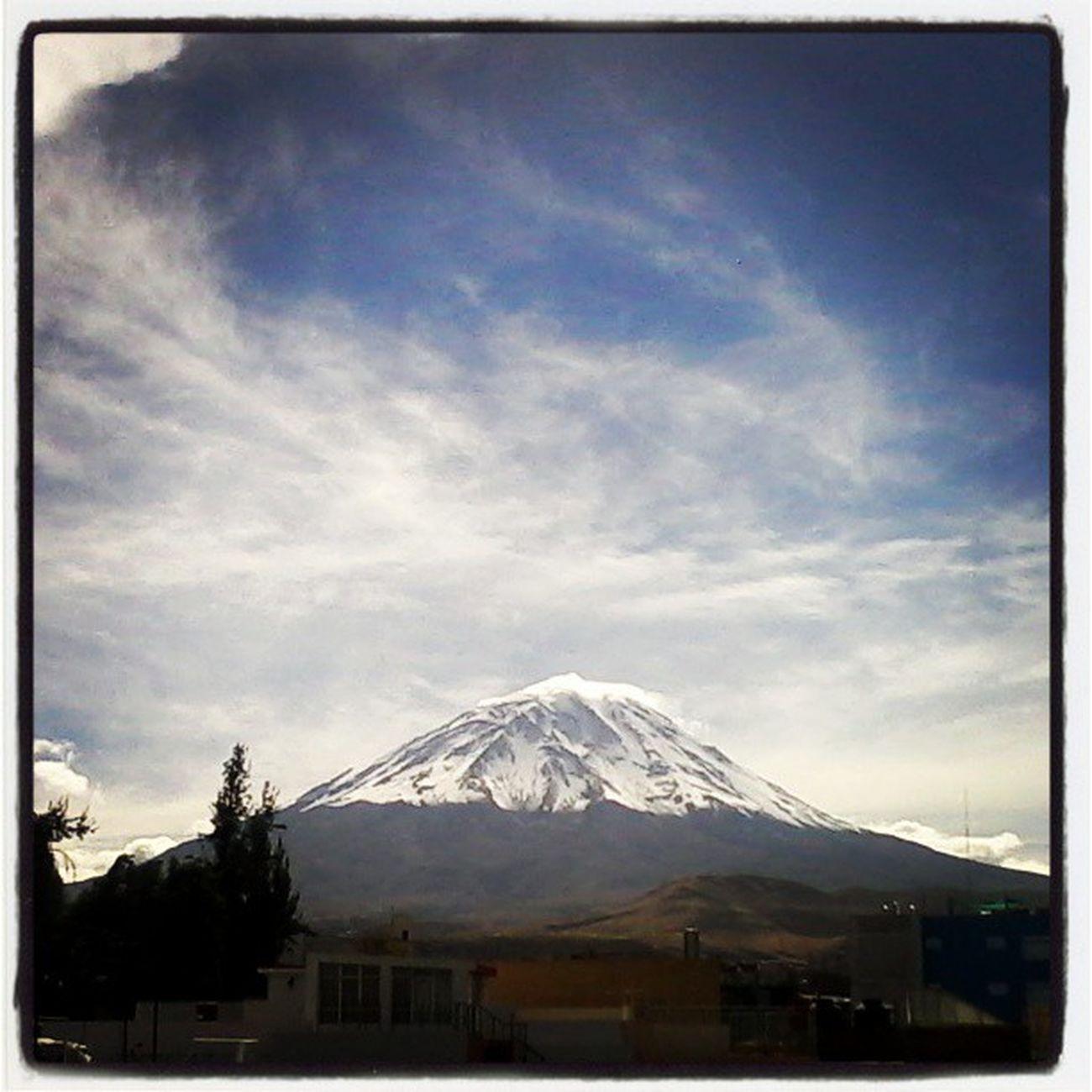 Misti with snow. / luego de la lluvia salio el sol.