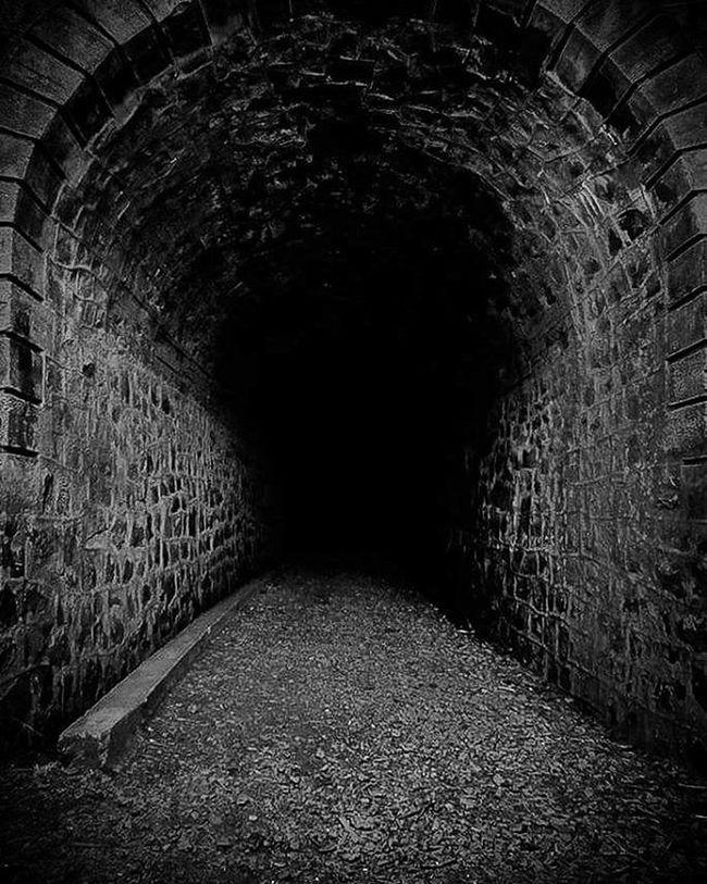 Siempre hay luz al final. Tunel Blackandwhite Scared Darkness Lr5 Olympus Photographer Chile VSCO Vscocam Landscape Piggy