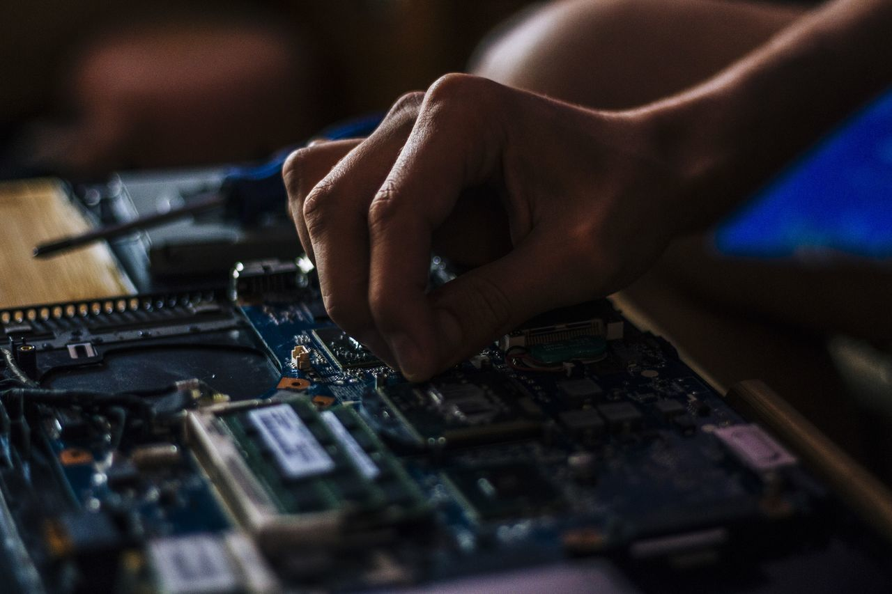 Working Repair Working Hands Close-up Laptop Laptop Work Laptop Repair Dark Photography Showcase July Showcase July 2016 Electronics  Computer Repair Fixing Tehnology Close Up Technology
