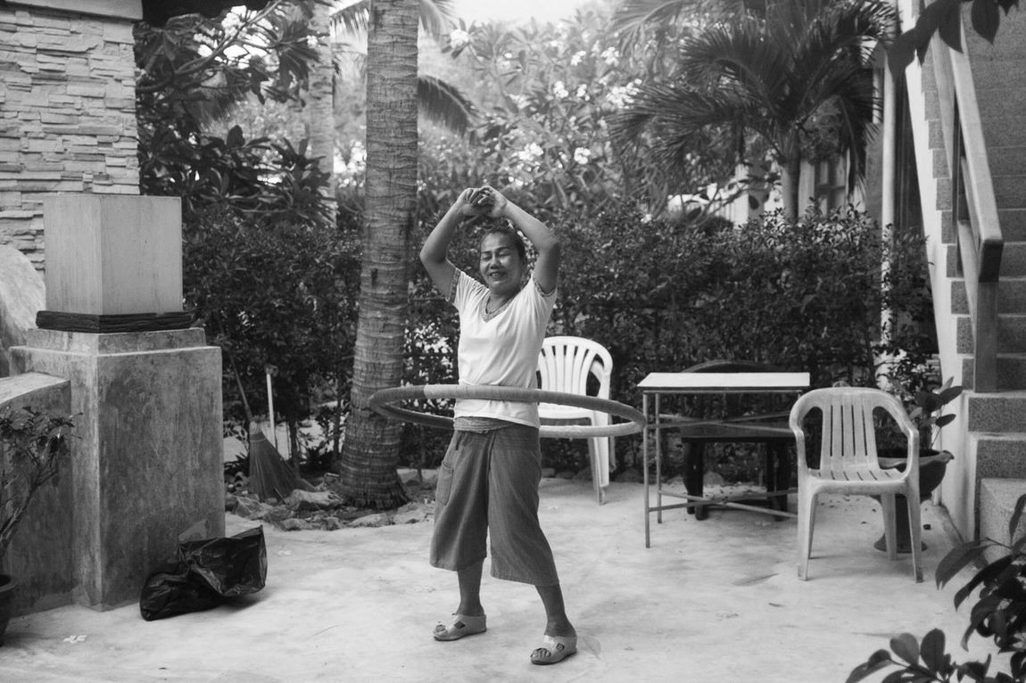 A spontaneous Hoola Hoop session in Thailandtravel