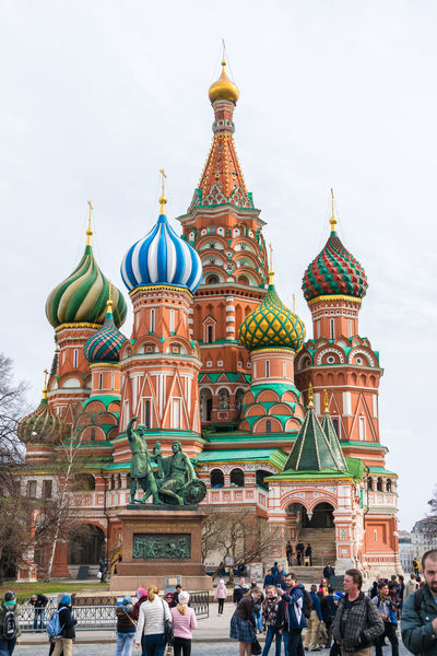 The St Basil's Cathedral in Moscow Castle Cathedral Moscow Red Square Moscow Russia St Basil's Cathedral Statue Architecture Building Exterior Dome Moscú Real People Religion Russian Tourism Touristic Place Travel Destinations World