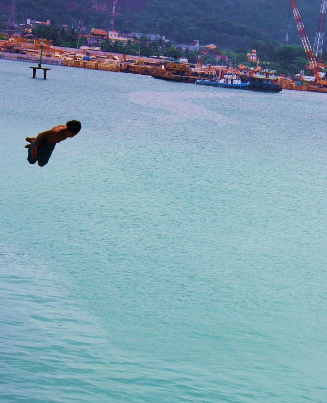 water, real people, day, waterfront, outdoors, sea, lifestyles, fun, leisure activity, one person, nature, men, mid-air, beauty in nature, people