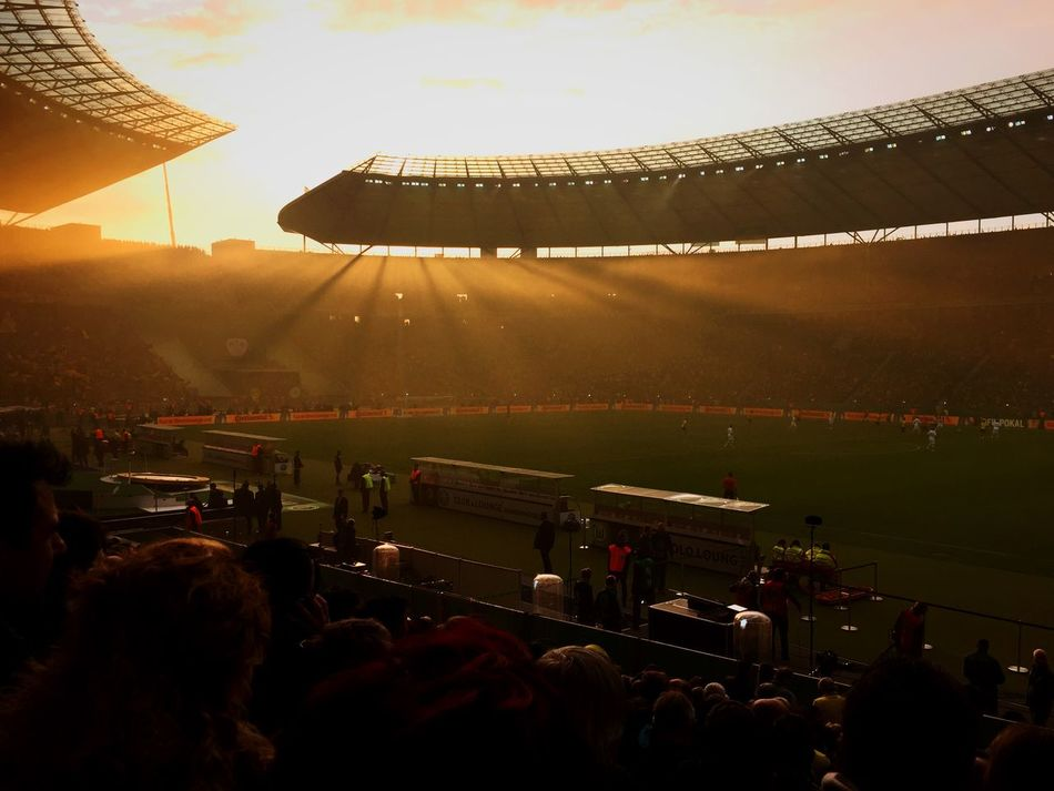 Fußball-Romantik beim Pokalfinale Pyro DFB Pokal Sunset