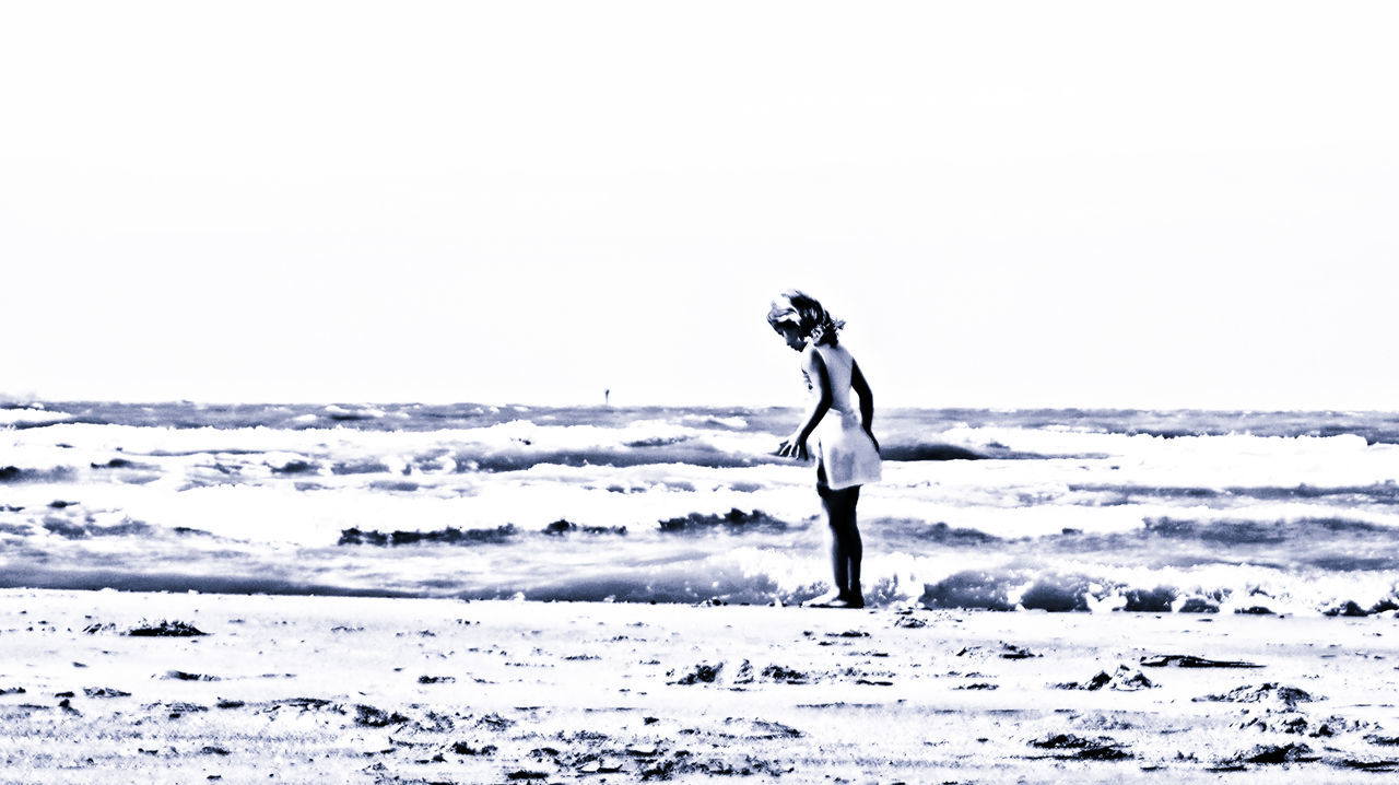 At The Beach Beach Being Creative Child EyeEm Best Edits EyeEm Best Shots Horizon Over Water Leisure Activity My Art, My Soul... My Unique Style Nik Collection Outdoors People Watching Popular Photos Scenics Sea Sony ILCA-68K Taking Photos Vacations Zeebrugge