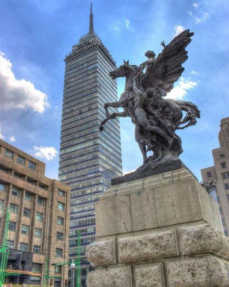 Hoy cumple 60 años uno de los edificios más representativos de la Ciudaddemexico , la Torrelatino
