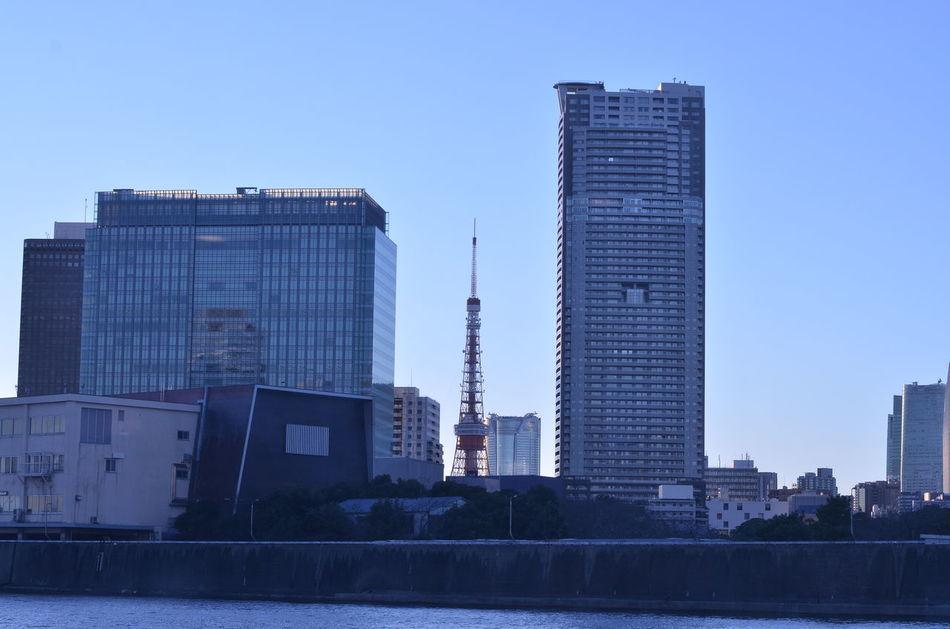 東京タワー🗼と六本木ヒルズのツーショット Tokyo Cityscapes On Board From My Point Of View Between Buildings Sky And Building Skyline Urban Skyline Cityscape On The Board Looking To The Other Side Tokyo Tower Roppongi Hills 東京クルーズ 船内から♬