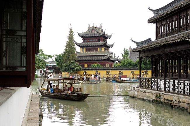 The Boat Toiur starts Architecture Built Structure Canal Chinese Culture Day Gondola Group Of People Leisure Activity Lifestyles Medium Group Of People Mixed Age Range Outdoors Pagode Sky Tourism Tourist Travel Destinations Vacations Water