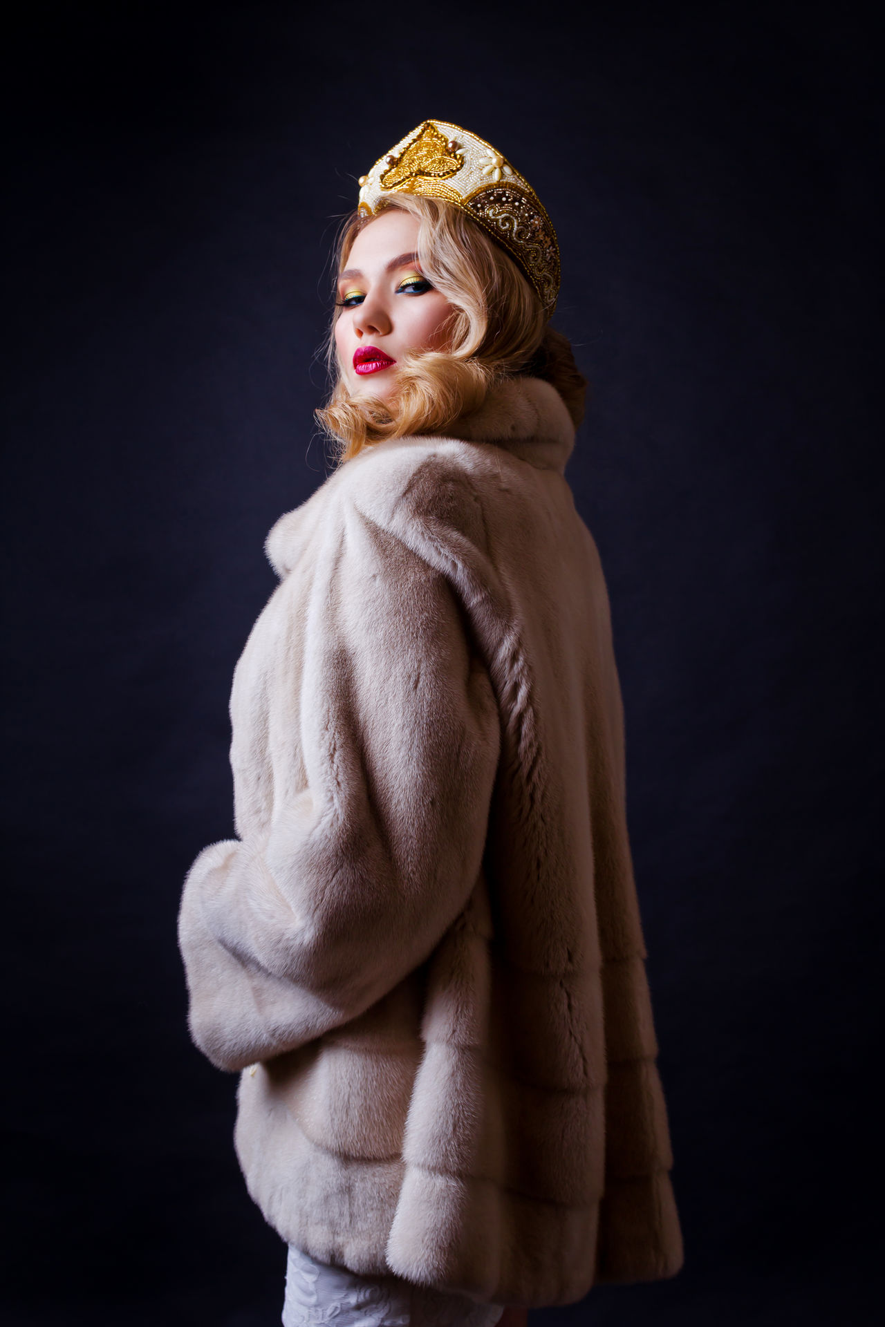 Beautiful People Beautiful Woman Beauty Blond Hair Cover Crown Editorial  Editorial Fashion Editorialphotography Fashion Fashion Fashion Photography Fur Magazine Magazine Cover Portrait Queen Shooting Studio Studio Photography Studio Shot Women