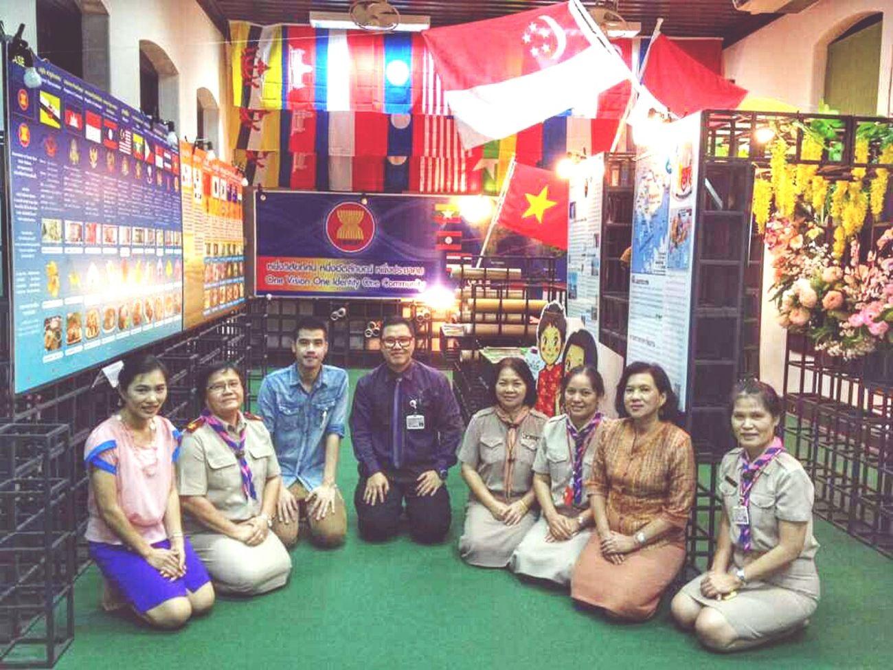 ประเทศไทยจะพร้อมเข้าสู่ประชามอาเซียนภายในปีนี้หรือไม่ก็ไม่อาจรู้ แต่ศูนย์อาเซียนศึกษาพร้อมให้ความรู้กับนักเรียนเสมอ