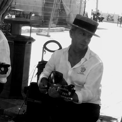 Foto scattata a Taormina Sicilianstyle Blackandwhite Photography Blackandwhitephoto Musician