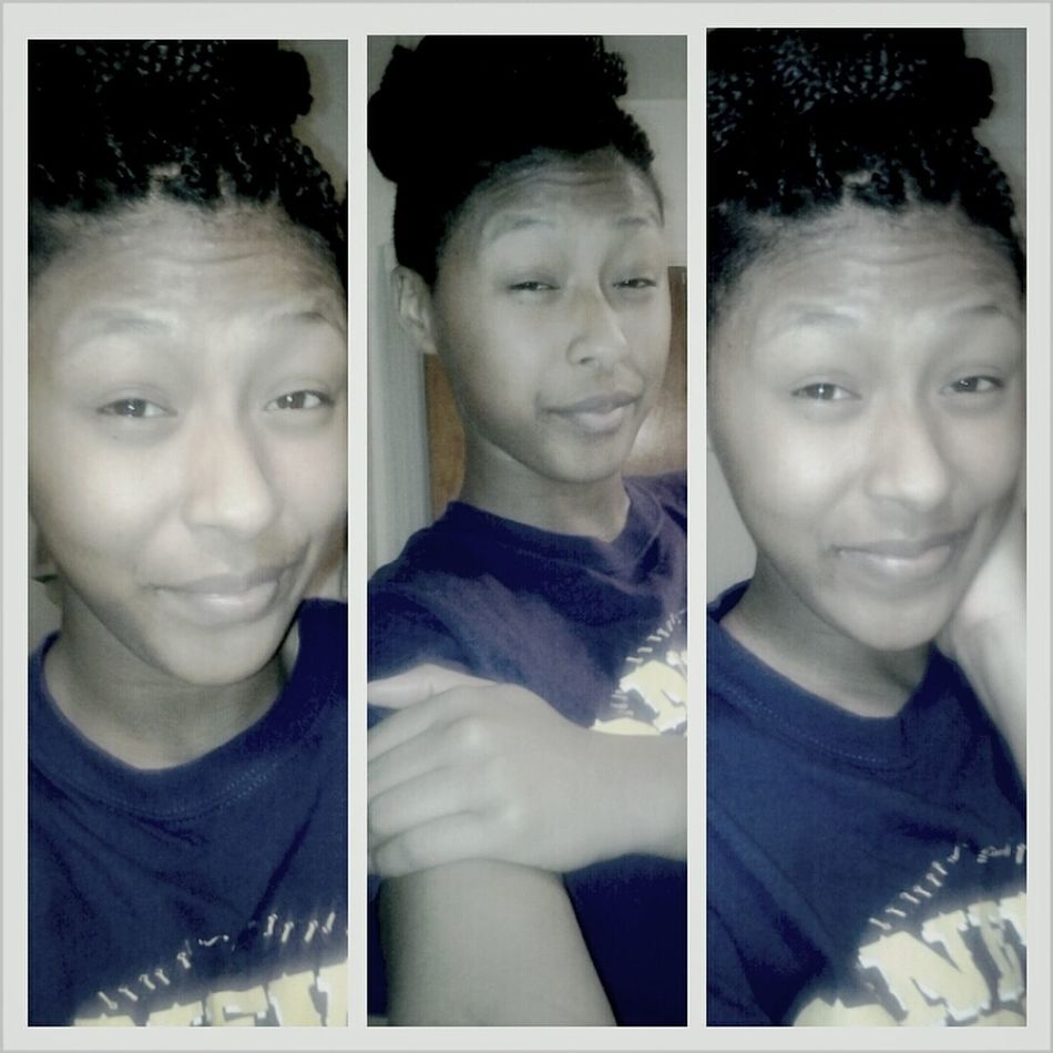 Up i'm the picture mood.. No earrings in -__-