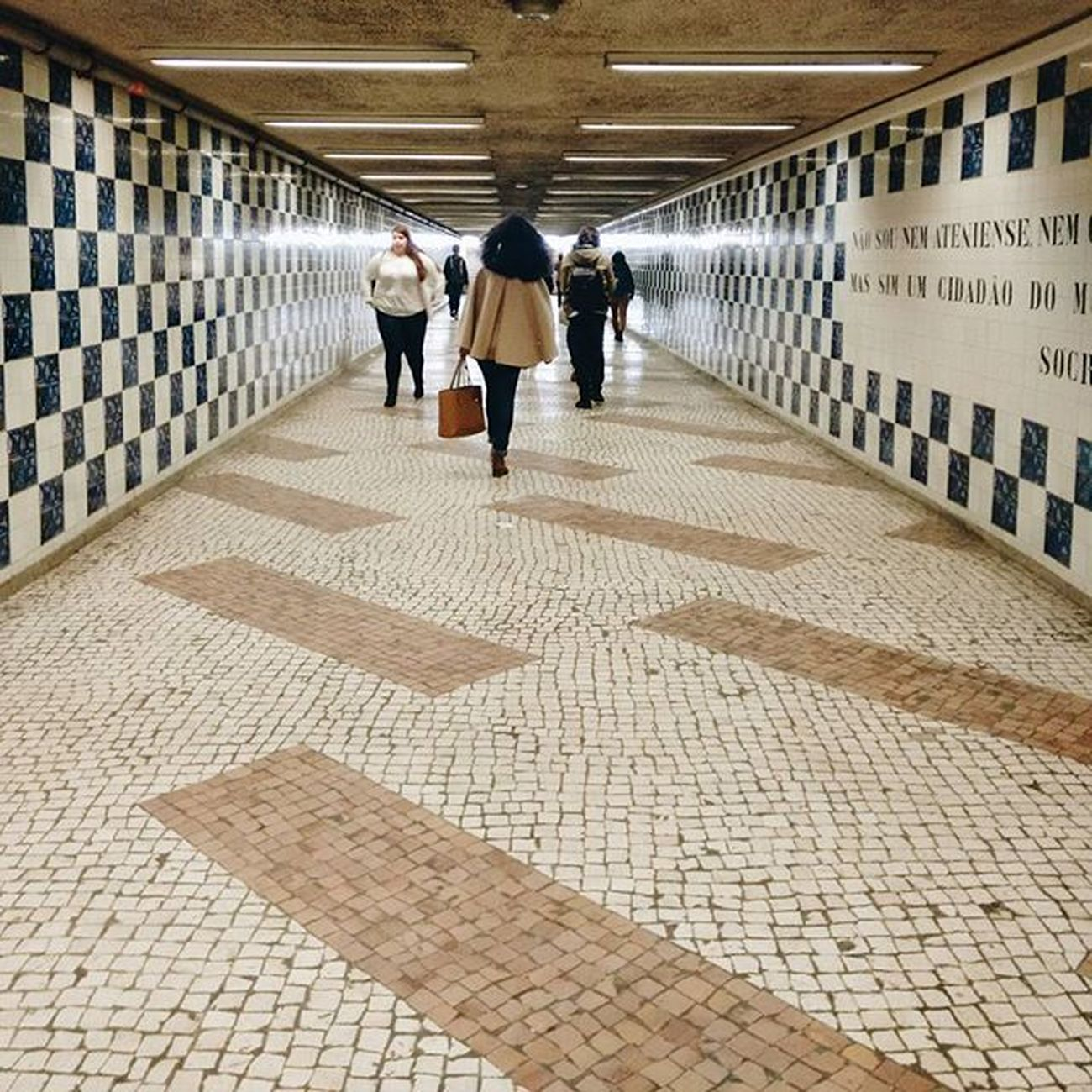 Ao fundo do túnel. Worldcaptures Exploretocreate Espalhafotos Rsa_architecture Rsa_light Travelingram Yoursquarehere Igerslisboa Igers_lx Igersportugal Igers Oh_mag Oh_shot P3top Portugalcomefeitos Portugalemperspectiva Shooters_pt Sweet_inspiration Faded_portugal Huntgram Lisbon Vscogram Vscogood Brake_frames Bomregisto mobilemag nothingisordinary igersportugal expressaomelhordatuacidade buondioficial