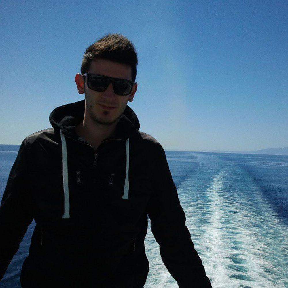 En el barcoMediterian Sea SPAIN -Italy